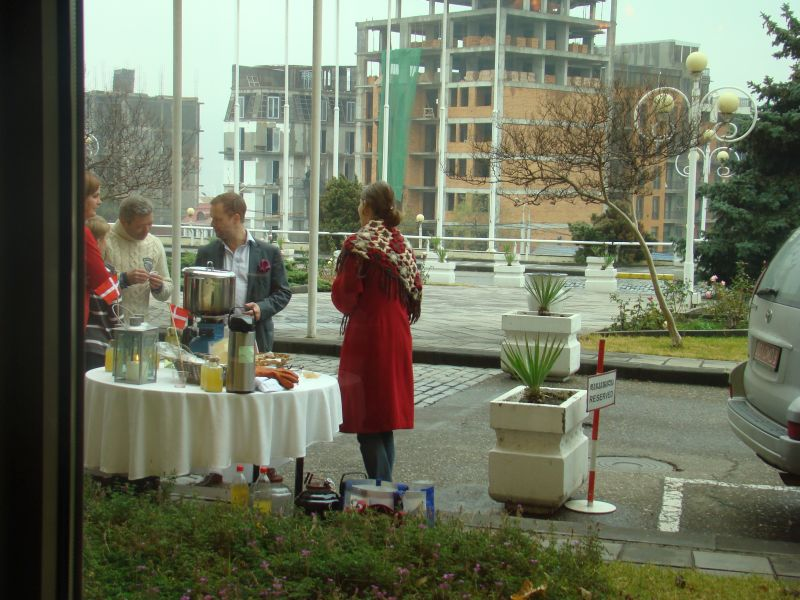 Danes are selling hot wine in front of entrance at hotel