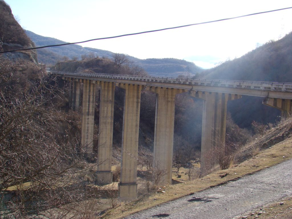 Ananuri bridge