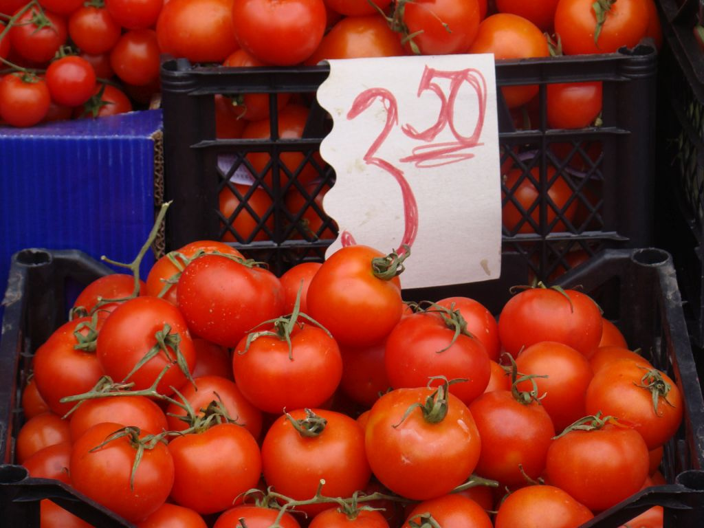 Price for 1Kg tomatoes at Tbilisi market