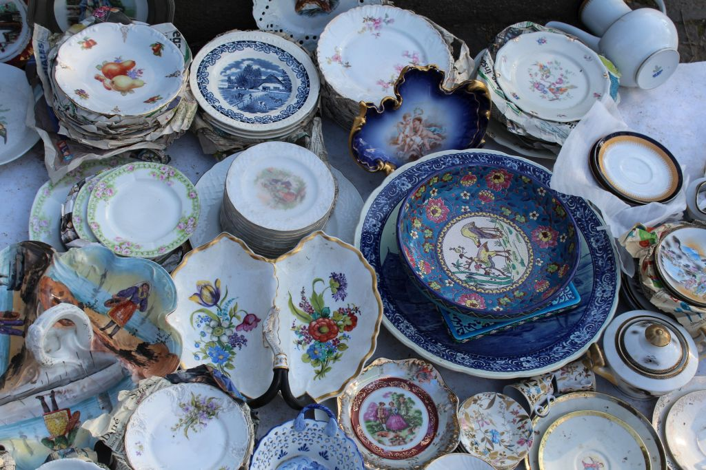 Porcelaine tableware for sale at Tbilisi Dry Bridge's Flea market