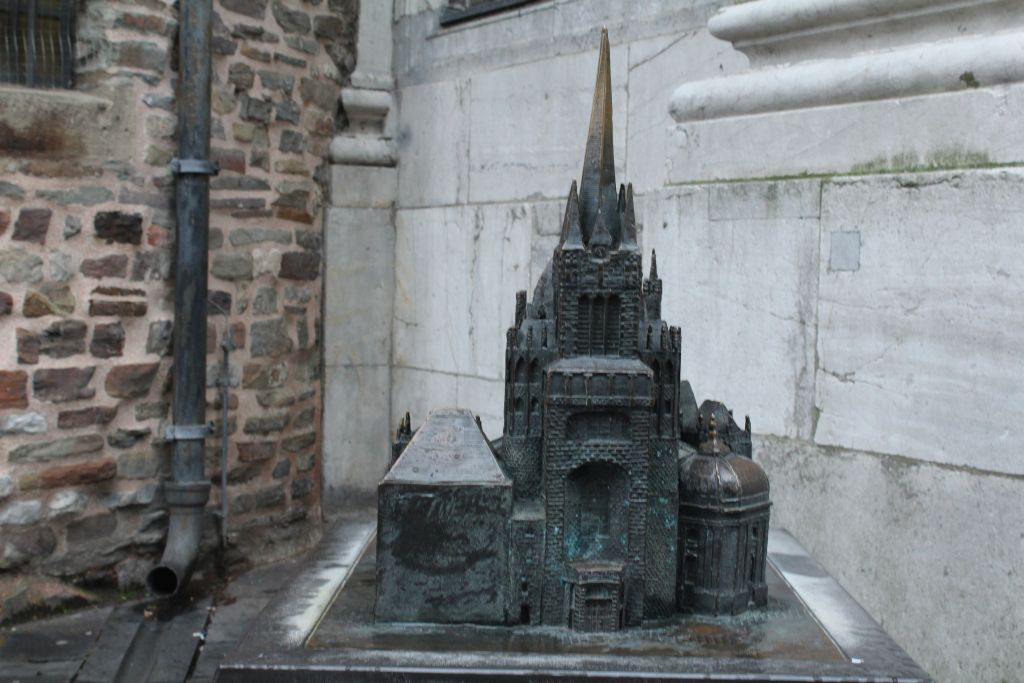 Mini version of Aachen Cathedral for blinded people