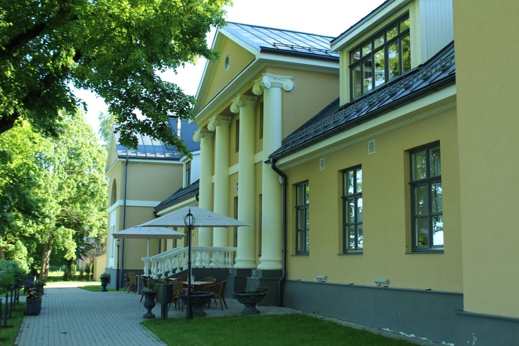 Skrunda manor