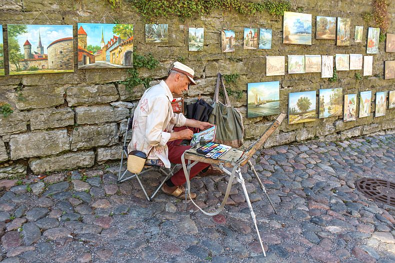 Painter in streets of Tallinn