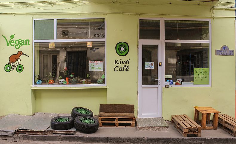Kiwi cafe located on Verchli street
