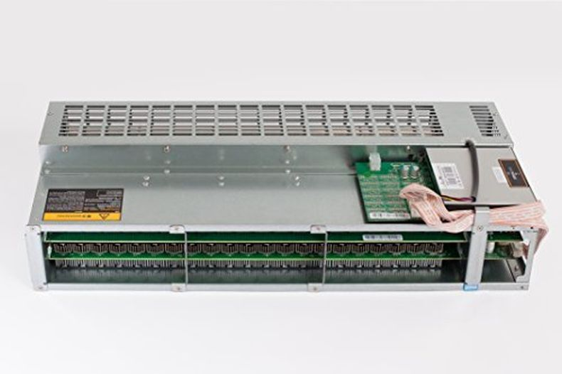 Antminer R4 ~8TH/s @ 0.1 W/GH Silent Designed Bitcoin Miner