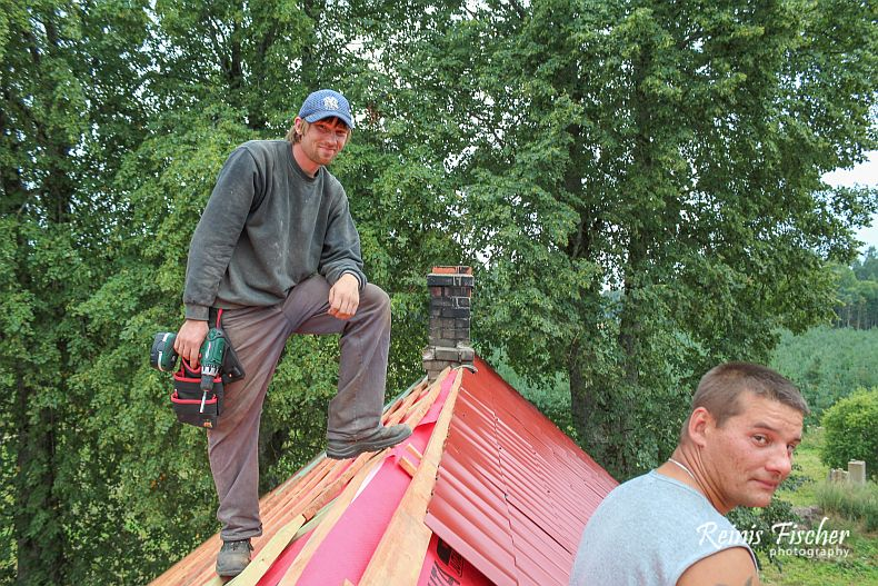 Roof masters a top on the roof (Edgars and Guntars)