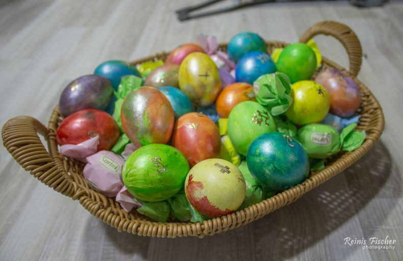 Easter egg and chocolate candy basket 2018
