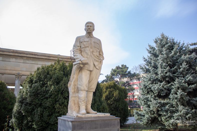 Stalin statue in front of the Museum