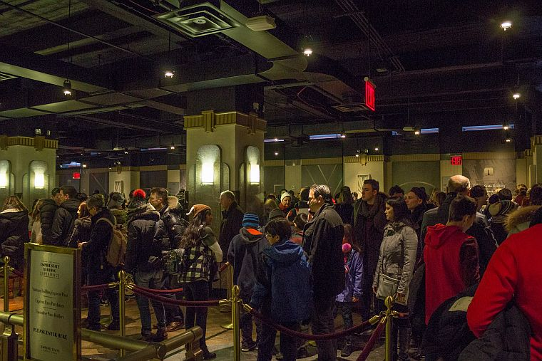 Waiting lines at the Empire State building to the observation deck