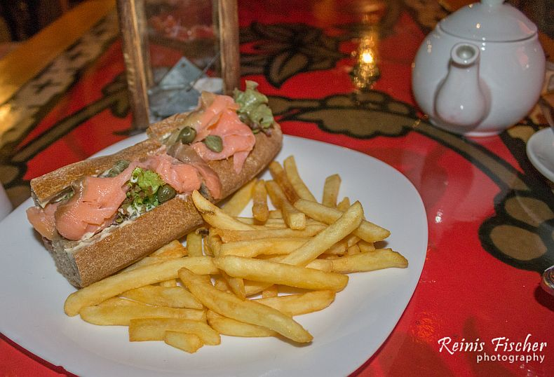 Salmon sandwich served with french fries